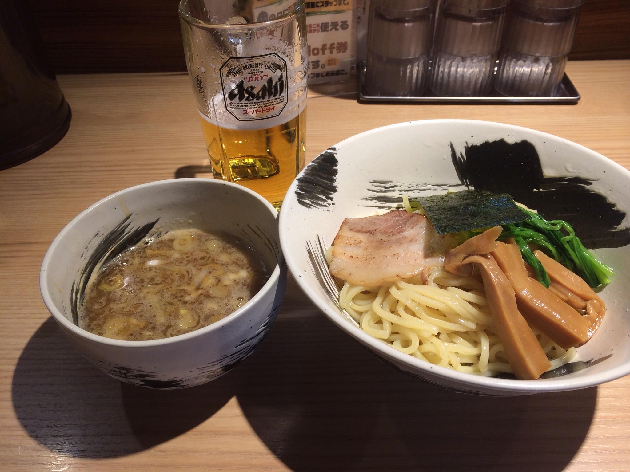 魚介と白濁動物系の濃厚Wスープと太麺とビール!