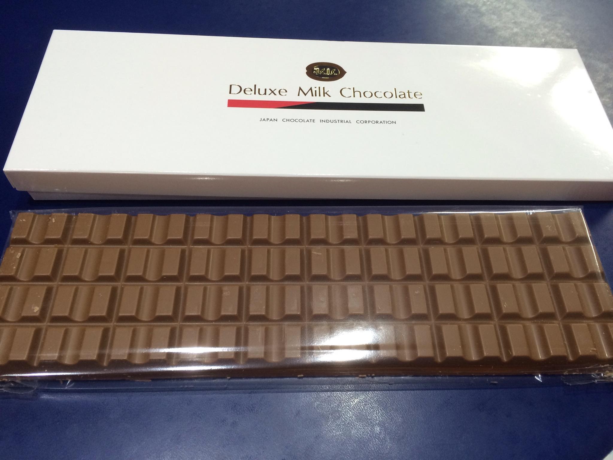 こんなにでかい板チョコを一人で食べるのははじめてです!笑