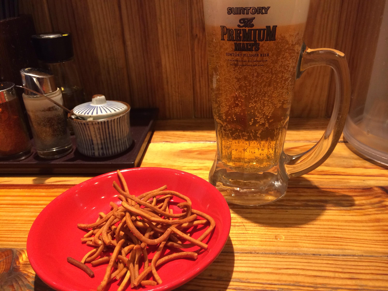 ビールにめんを揚げたのがついてきました!ぽりぽり!!!