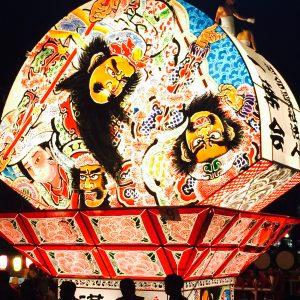 つい先日帰省した際に行って来た弘前ねぷた祭りです!!扇形の山車が特徴です。