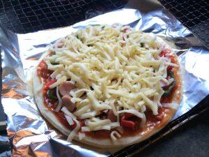 ピザやお肉を焼いたり、カレーを作って食べました☆
