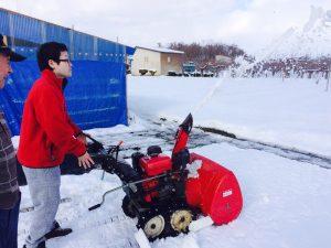 年末ははるかコーチの実家弘前で初除雪機を体験しました!