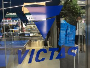 VICTASのロゴ!