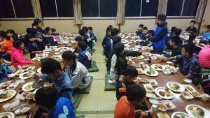 宿舎内での晩飯の時間!