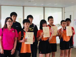 みんなで集合写真!3人は初めてのメダルと賞状!