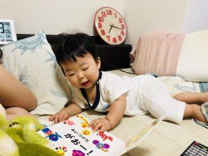 絵本を楽しむようになりました!笑 そして、とても早起きします!笑