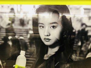 帰りの電車の通路にキムタクの娘さん!
