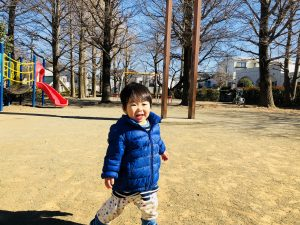公園で遊ぶのが好きです!ひたすら歩いてます!