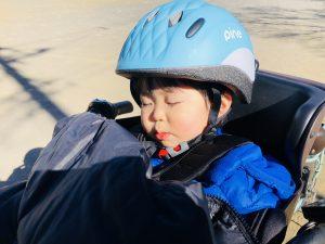 遊んだ後、公園の中を10分くらい自転車で走ると寝ます!