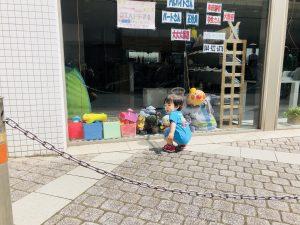 駅前の美容院にアンパンマンが飾られていて、いつも指さします!