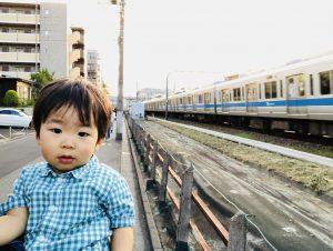 おでかけ後、電車を見にいきました!