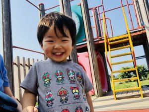 公園楽しい!まだTシャツの仮面ライダーは興味がありません!笑
