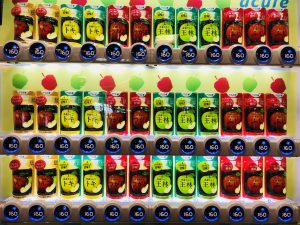 りんごジュースだけ自動販売機です!!笑 りんごの国!