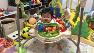 ジャンパルーというジャンプできるおもちゃ!こはるは初です!(*^_^*)