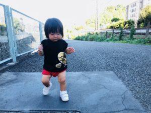 五反田川の川沿いでお散歩しながら小田急線みてます!