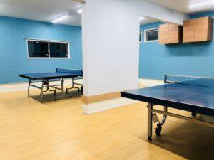 1階卓球場!2台!床はスポーツ用、リハビリ施設にも使われる足腰にやさしい床です!